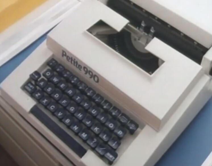 petite 990 typewriter